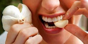 প্রতিদিন মাত্র ২ কোয়া রসুন খাওয়ার ৩৪ টি উপকারিতা_eat-garlic